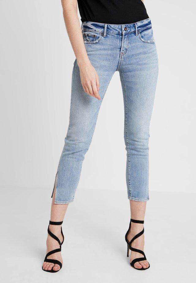 LIZ ANKLE - Jeans slim fit - blue
