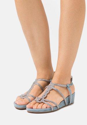 Sandály na klínu - jeans