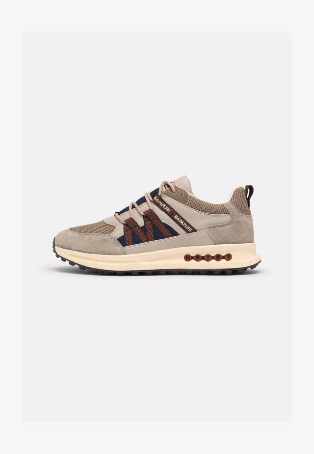 SLATE - Sneakers laag - mineral beige
