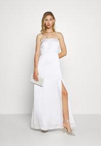 NA-KD - OFF SHOULDER SLIT DRESS - Vestido de fiesta - white - 1