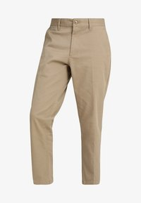 Obey Clothing - STRAGGLER FLOODED PANTS - Broek - khaki - 4