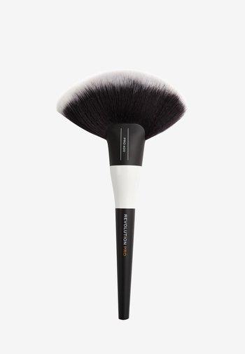 EXTRA LARGE FAN BRUSH - Makeup brush - 400