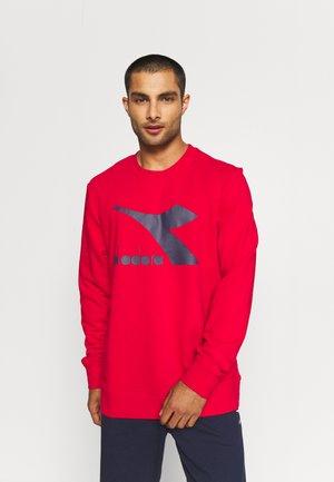 CREW LOGO CHROMIA - Sweatshirt - tango red