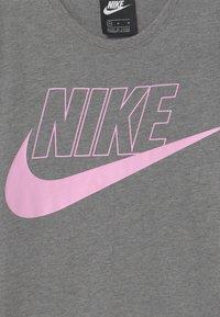 Nike Sportswear - FUTURA DRESS - Vestito di maglina - carbon heather/arctic pink - 3