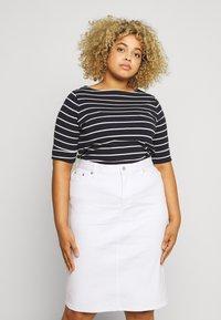 Lauren Ralph Lauren Woman - JUDY ELBOW SLEEVE - Print T-shirt - navy/white - 0