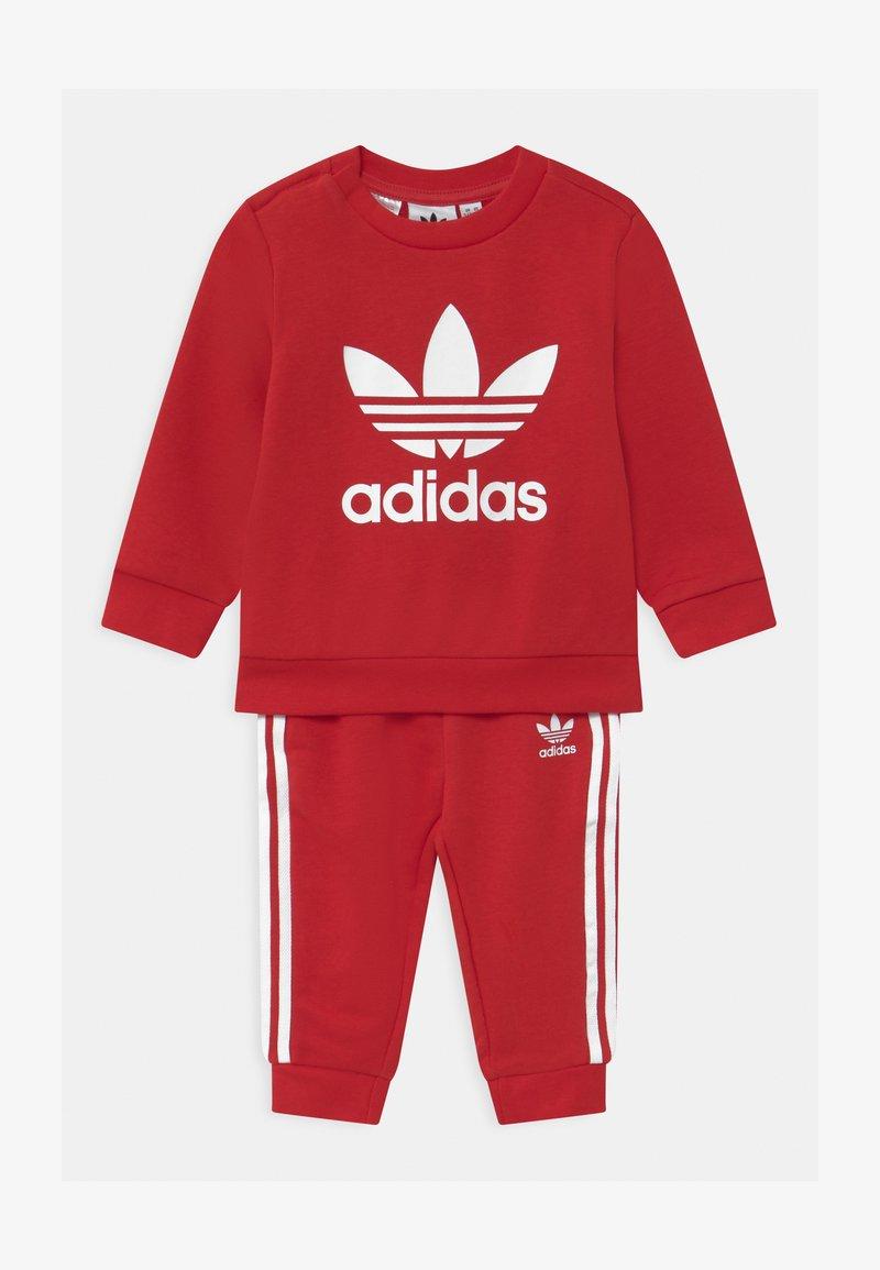 adidas Originals - CREW SET UNISEX - Survêtement - scarlet/white