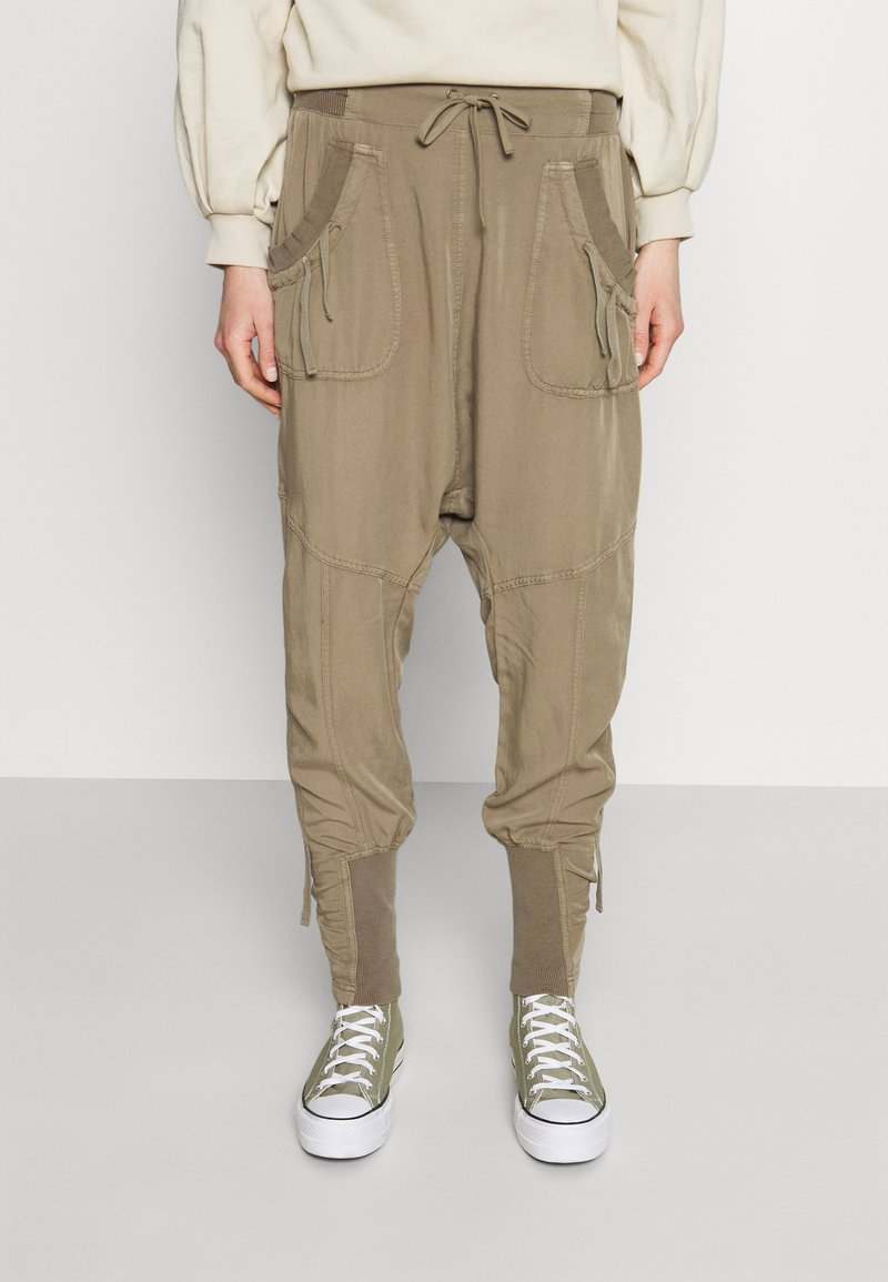Cream - NANNA PANTS - Trousers - timber wolf
