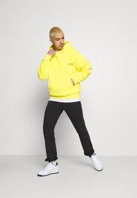 Jordan - WASHED HOODY - Luvtröja - opti yellow/black - 1