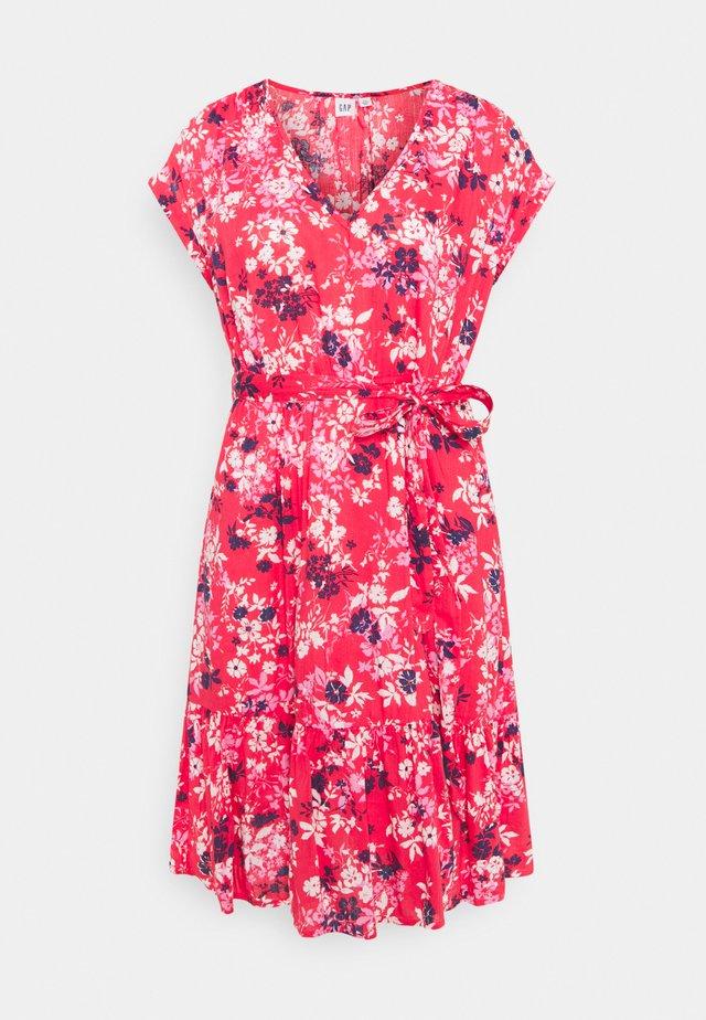 TIE WAIST DRESS - Vardagsklänning - red