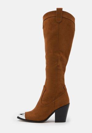 High heeled boots - dark brown