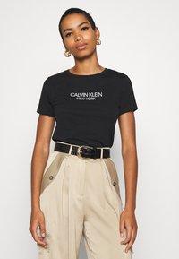 Calvin Klein - 2 PACK - T-shirt con stampa - black - 2
