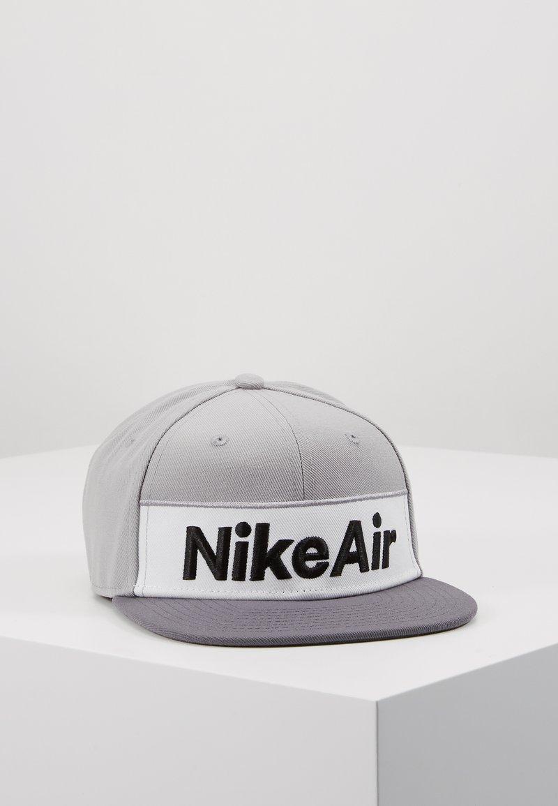 Nike Sportswear - NSW NIKE AIR FLAT BRIM - Cap - dark grey