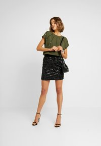 ONLY - ONLLOUISA SEQUINS - Blouse - kalamata - 1