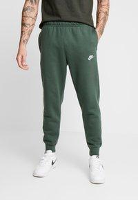 Nike Sportswear - CLUB - Tracksuit bottoms - galactic jade - 0
