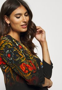 Desigual - VEST BUTTERFLOWER DESIGNED BY MR CHRISTIAN LACROIX - Freizeitkleid - black - 3