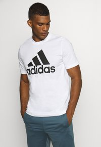 adidas Performance - ESSENTIALS SPORTS SHORT SLEEVE TEE - T-shirt con stampa - white - 0