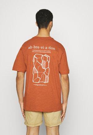 ONSANDREW LIFE TEE - T-shirt med print - auburn