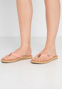 Reef - CUSHION - Sandály s odděleným palcem - cantaloupe - 0