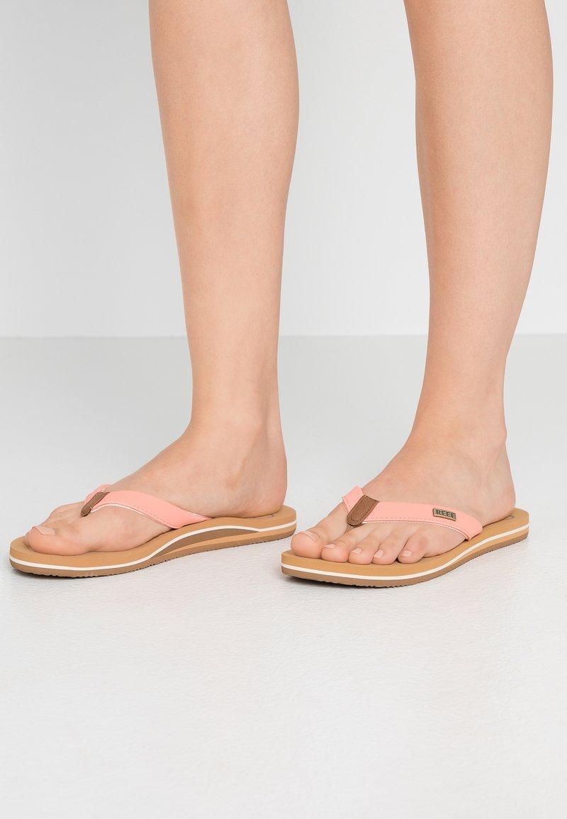 Reef - CUSHION - Sandály s odděleným palcem - cantaloupe