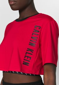 Calvin Klein Performance - CROPPED  - Print T-shirt - red - 5