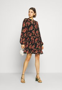 NA-KD - FLOWY MINI DRESS - Day dress - black/red flowers - 2