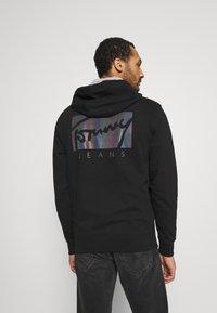 Tommy Jeans - ESSENTIAL HOODIE UNISEX - Sweatshirt - black - 2