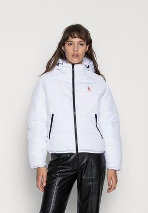 BIG LOGO PUFFER - Winter jacket - bright white