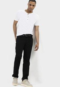 camel active - HOUSTON  - Jeans straight leg - black - 4