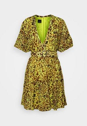 NUVOLOSO ABITO MUSSOLA ST.MACULA - Denní šaty - neon green