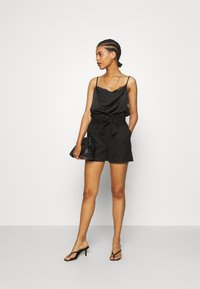 Vero Moda - VMSUMMER SABINA - Shorts - black - 1
