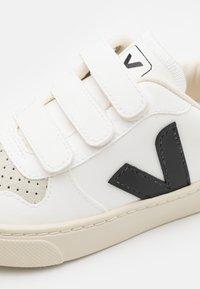 Veja - SMALL V10 UNISEX - Zapatillas - white/black - 5