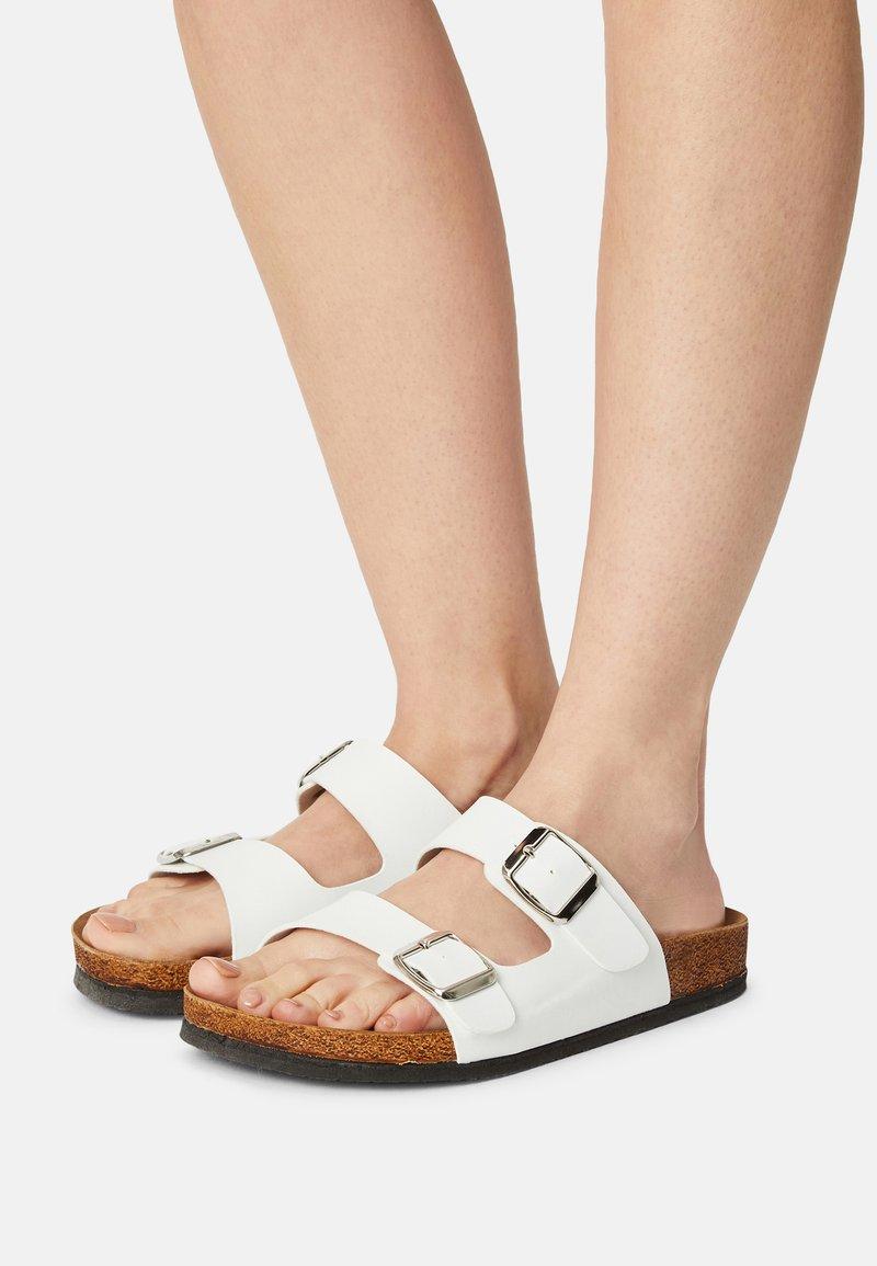 Trendyol - ROSE - Slippers - white