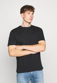Newport Bay Sailing Club - MULTI TEE MARLS 7 PACK - T-shirt basique - black/white/grey/blue - 6