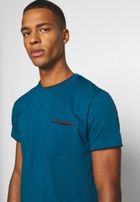 Esprit - Basic T-shirt - petrol blue - 5