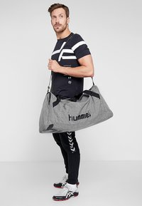 Hummel - CORE SPORTS BAG - Sporttas - grey melange - 1