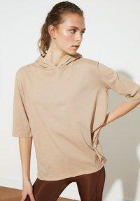 Trendyol - Basic T-shirt - brown - 2