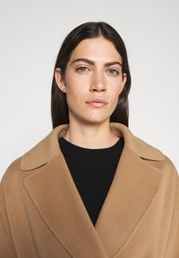 WEEKEND MaxMara - Classic coat - kamel - 5
