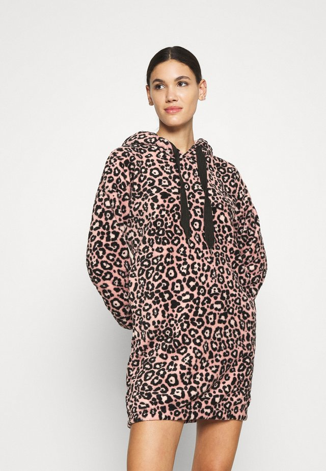 ROBE DRESS LEOPARD - Accappatoio - rose tan