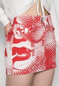 Jaded London - SCREEN MINI SKIRT - Mini skirt - red/ white - 4