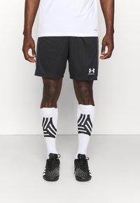 Under Armour - CHALLENGER  - Pantalón corto de deporte - black/white - 0