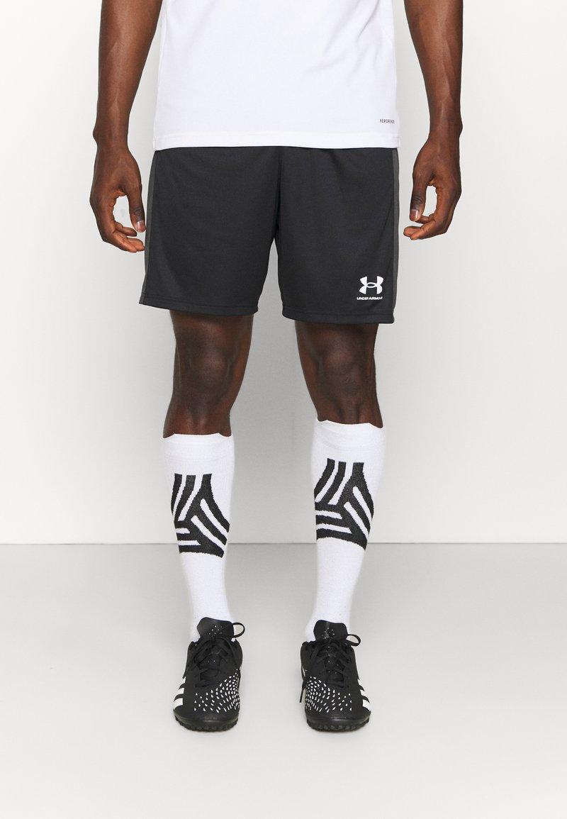 Under Armour - CHALLENGER  - Pantalón corto de deporte - black/white