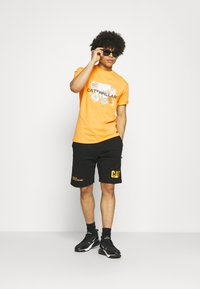 Caterpillar - POWER TEE - T-shirt med print - yellow - 1