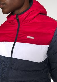 Jack & Jones - JJVINCENT PUFFER HOOD - Winter jacket - tango red - 5