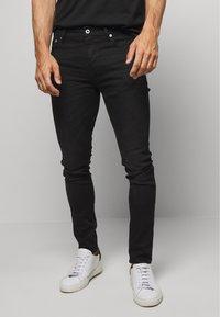 Superdry - 02 TRAVIS SKINNY NEW CODE NOS - Jeans Skinny Fit - berkeley black - 0