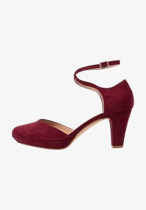 Platform heels - bordeaux