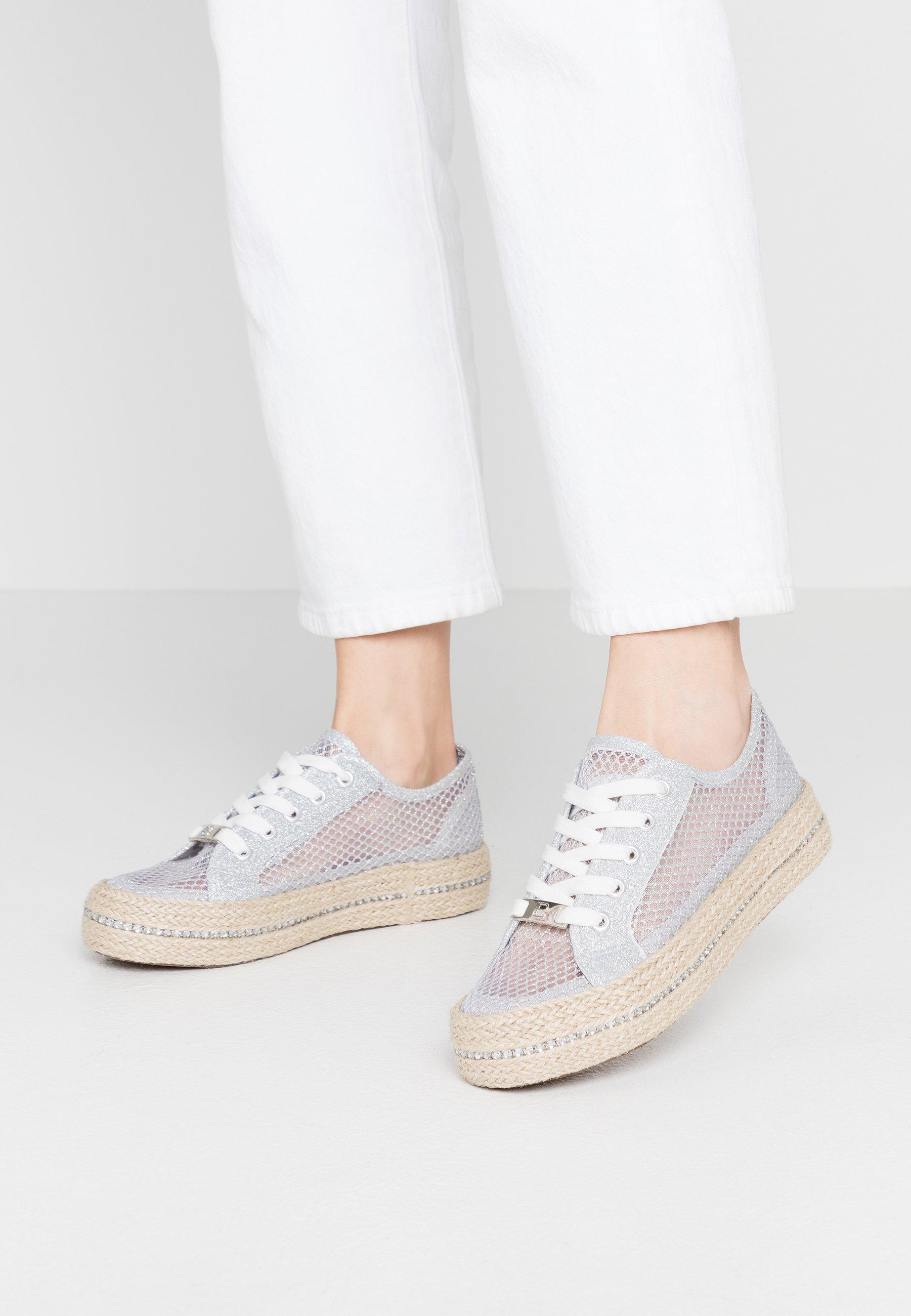 Silberne Schnürschuhe für Damen | Weiblichkeit mit