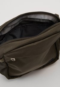 The North Face - CONVERTIBLE SHOULDER BAG - Across body bag - new taupe green - 2