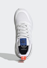 adidas Originals - MULTIX UNISEX - Zapatillas - crystal white/footwear white/core black - 1