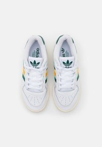 adidas Originals - RIVALRY SPORTS INSPIRED SHOES UNISEX - Sneakers laag - footwear white/collegiate green/gold - 5