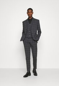 Isaac Dewhirst - BOLD CHECK 3PCS SUIT - Suit - dark blue - 1